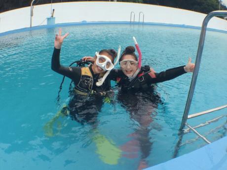 海水プールで海洋実習
