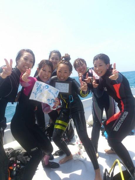 ダイビング仲間と記念撮影