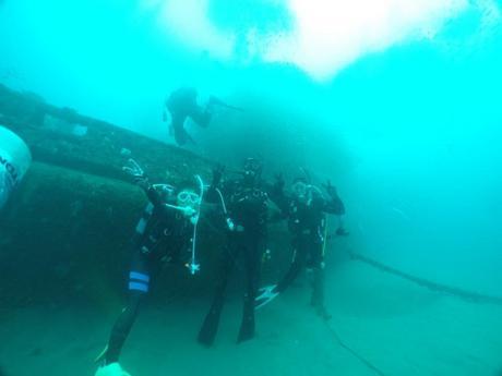 沈没船を調査開始